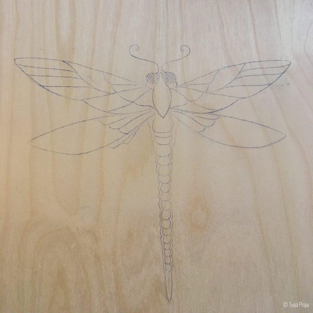 Sudenkorento mustepaperilla kopioituna ©Tuija Pispa